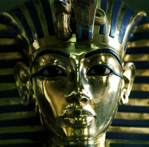 CAIRE: Archaeological Museum. Treasure of ALL ANKH AMON, golden funeral mask. 18th Dynasty
