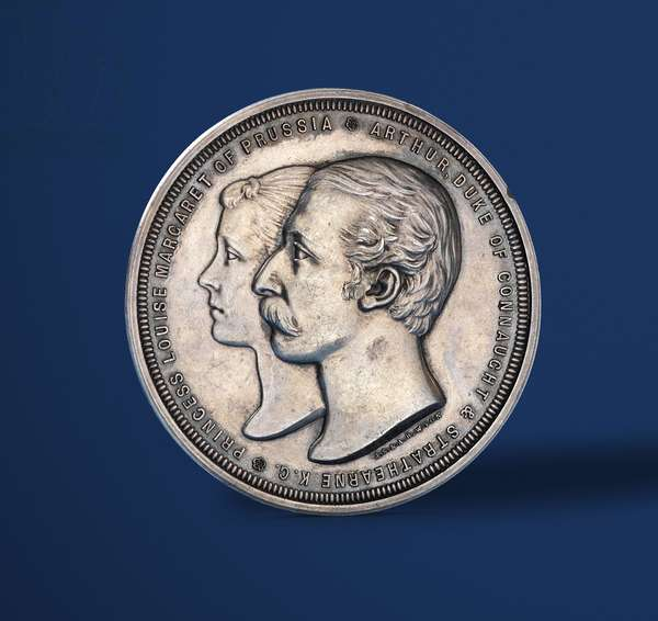 Medal commemorating the marriage of the Duke of Connaught and Princess Louise of Prussia, 1879 (obverse of 419674)