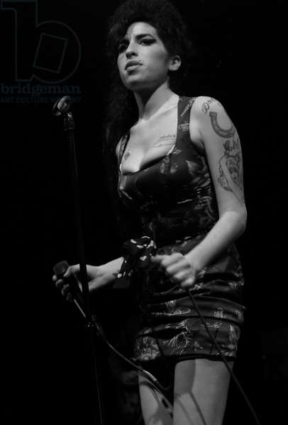 Amy Winehouse - performing