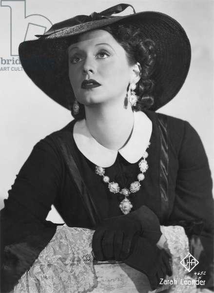 Zarah Leander in the role of Gloria Vane from 'Zu neuen Ufern', 1937 (b/w photo)