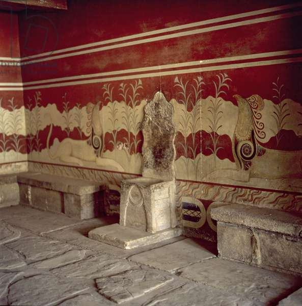 View of the throne and murals in the Throne Room of the Palace, c.1500 BC (photo)