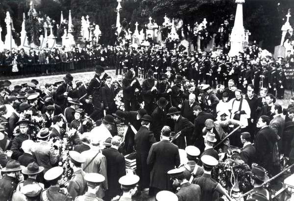 The Funeral of Jeremiah O'Donovan Rossa, August 1 1915 (b/w photo)