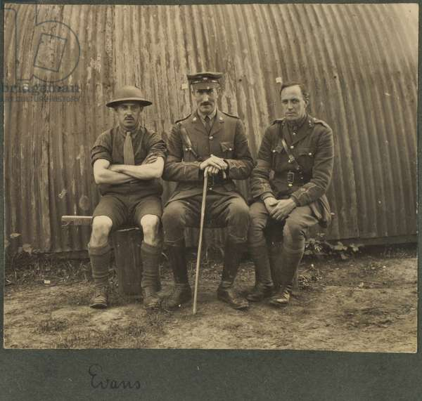 Group of three soldiers outside a Nissan hut, c.1914-18 (b/w photo)
