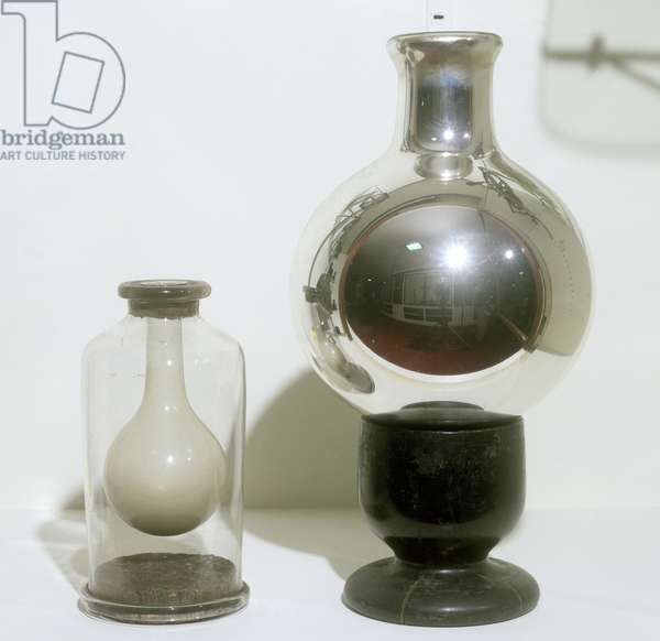 Dewar thermos vacuum flasks, late 19th century (photo)