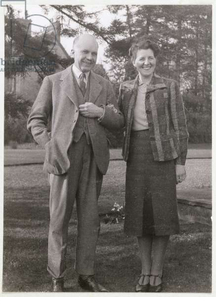 William Lawrence Bragg (1890-1971) and his wife, Alice (b/w photo)