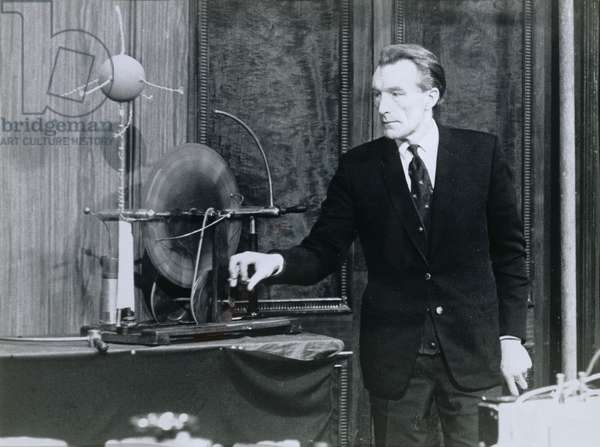 Bill Coates (1919-93) conducting a scientific demonstration at the Royal Institution (b/w photo)