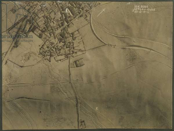 Aerial photograph with WWI trenches, 1917 (b/w photo)