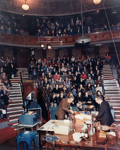 The Royal Institution Schools Lecture on Heat, given by Ronald King and assisted by Bill Coates, 1970s (photo)
