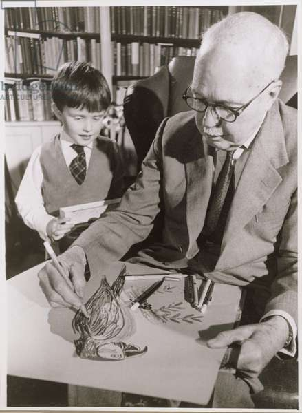 William Lawrence Bragg (1890-1971) drawing a parrot (b/w photo)