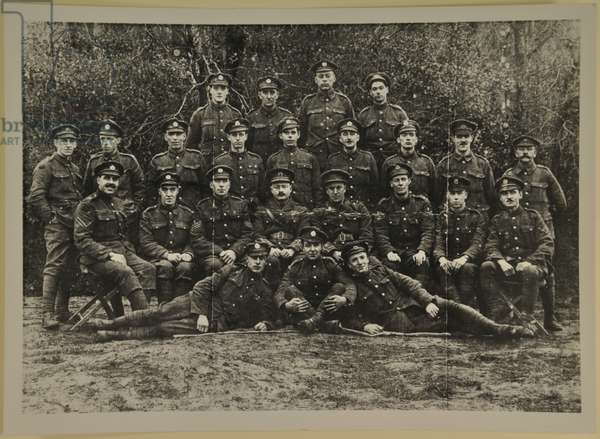 Group portrait, possibly the Leicester Royal Horse Artillery, 1914-15 (b/w photo)