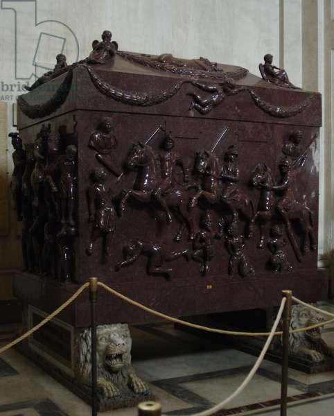 The sarcophagus of Helena. Red porphyry. 4th century. Carved with war scenes.
