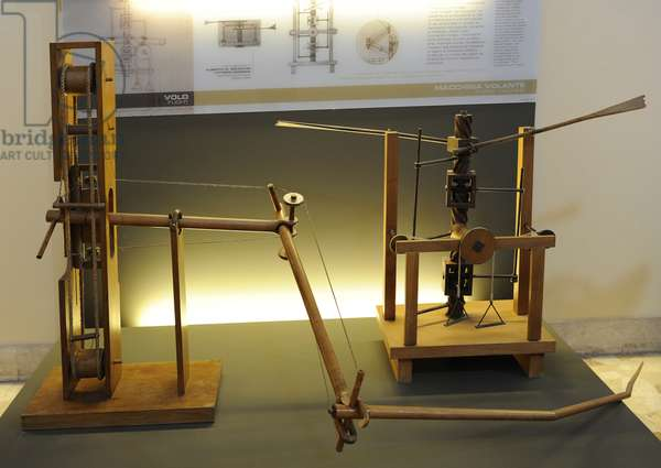 Leonardesque models. Adjustable-tilt wing and Wing-beating device with a screw and lead screw system. Leonardo da Vinci.16 th century.