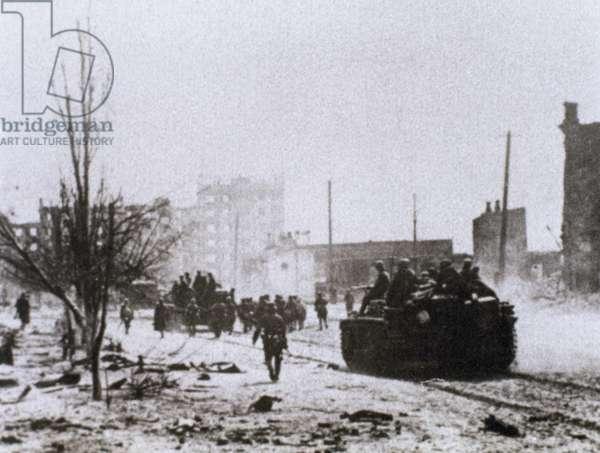 WORLD WAR II (1939-1945). Battle of Stalingrad. Artillery into the city of Stalingrad. USSR.
