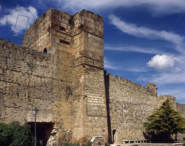 Spain, Buitrago del Lozoya, Moorish tower of the Alcazar with the walls, 11th-15th centuries  (photo)
