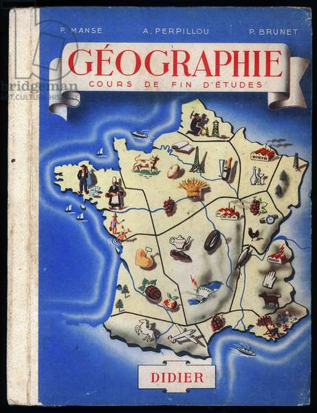 Coverage of the school textbook of geography at the end of studies. A map of France with the different symbols of each region. The Eiffel Tower for Paris, the mines for the North, the fisherman in Breton costume for Brittany, the forest for the Landes and Alsace, the Champagne for the eponym region, the beaches for the Riviera and the oceanic coast... Didier Editions, 1951. Author: P.Manse, A. Perpillou and P. Brunet. Didier Editions. DR