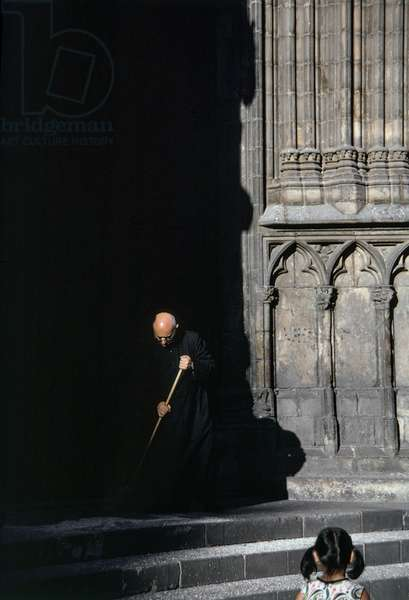 Priest Sweeping (photo)