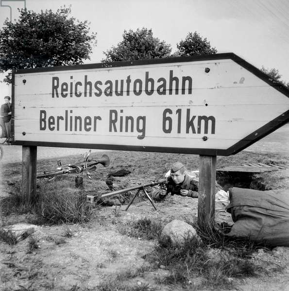 Berliner Ring, Russian soldier in position 61km outside of Berlin, 1945-47 (b/w photo)