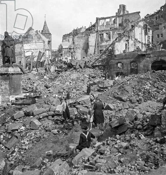 Living Like Rats, Nuremberg, 1945-49 (b/w photo)