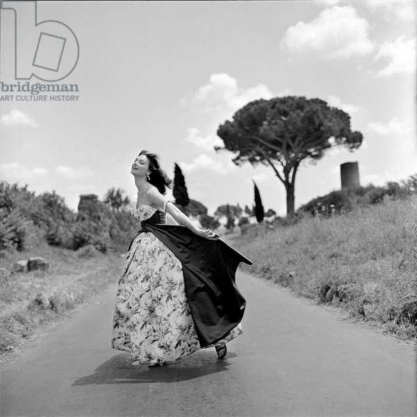 Ivy Nicholson, 1955 (b/w photo)