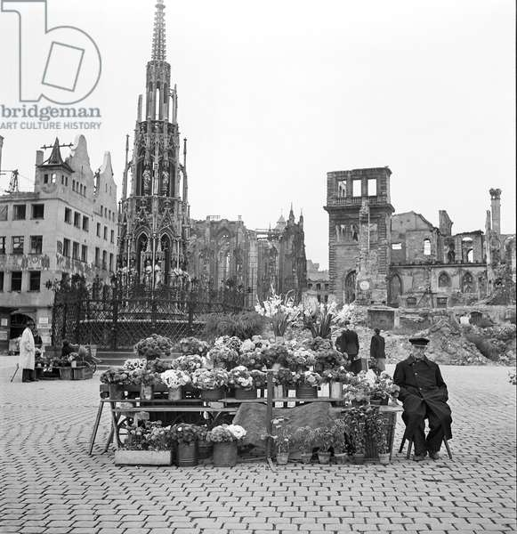 Flower Stand, Nuremberg Farmer's Market, 1948-49 (b/w photo)