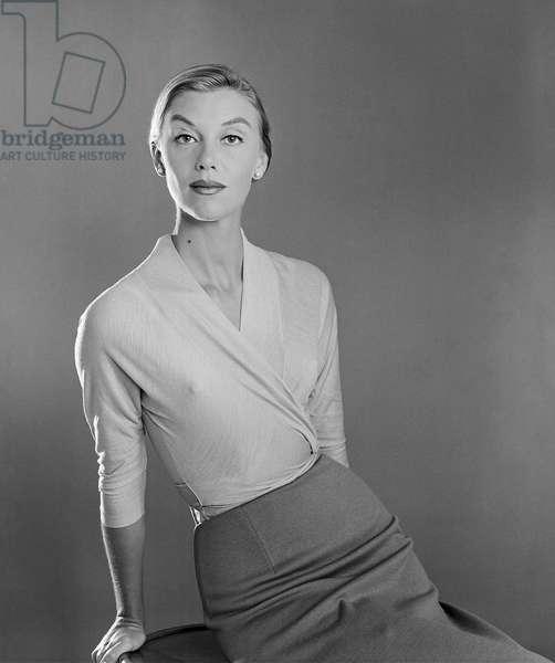 Loredana Pavone wearing a dress from Simonetta, 1955 (b/w photo)