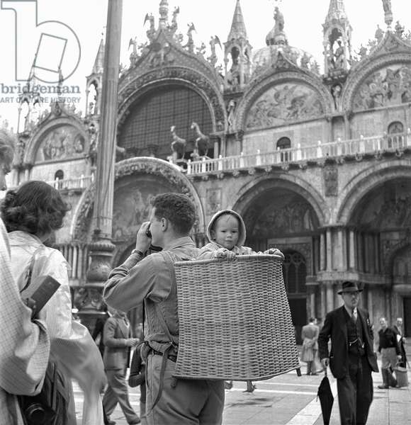 Baby Backpack, Venice, 1947 (b/w photo)
