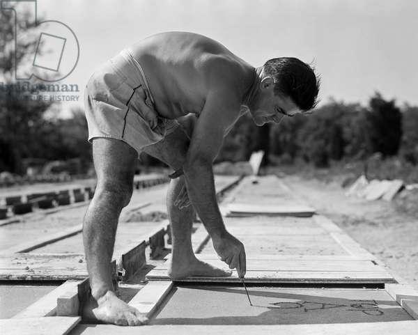 Constantino Nivola Working, 1953 (b/w photo)