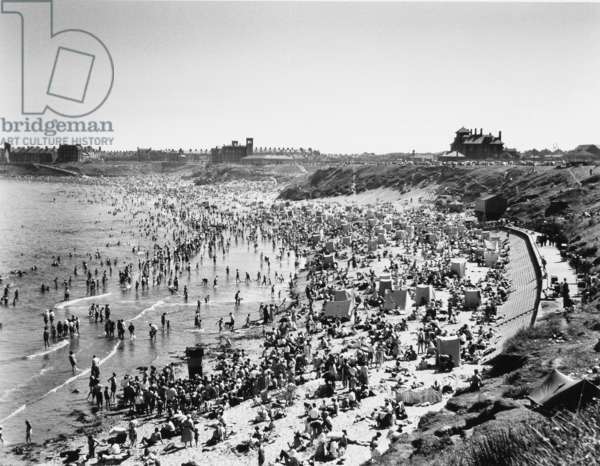 Tynemouth Long Sands, August Bank Holiday 1955 (b/w photo)