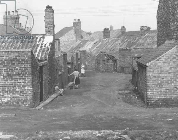 Eighth Row, Brickgarth, Easington Lane, Sunderland, UK, mid 20th century (b/w photo)