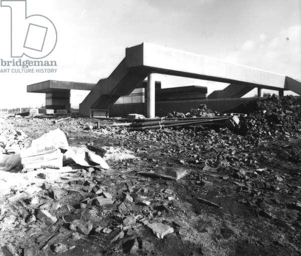 The construction of the Tyne Dock Metro station, Tyne & Wear, UK, 1981-82 (b/w photo)