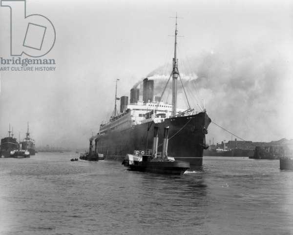 Passenger liner 'Berengaria' on the River Tyne, UK (b/w photo)