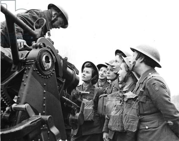 A.T.S. girls preparing to work with A.A. (Anti Aircraft) Guns, 23rd April 1941 (b/w photo)