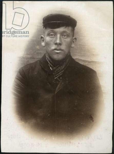Peter Olsen alias Robert Neilson, North Shields, UK, 1907 (b/w photo)