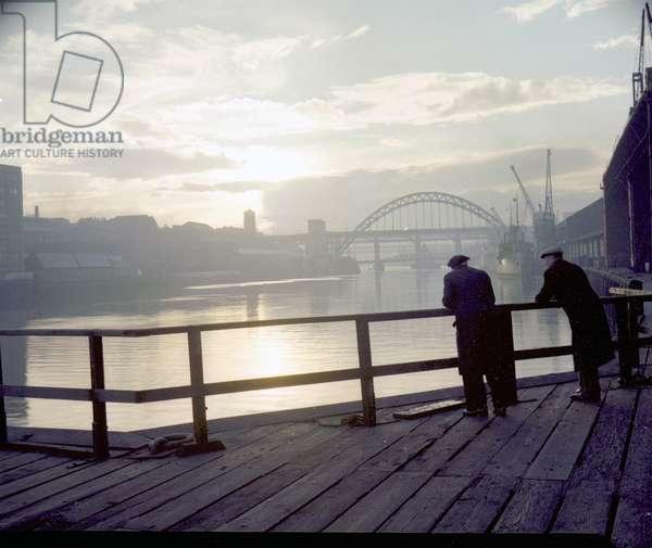Atmospheric view of the Tyne Bridge, Newcastle upon Tyne, UK, 1959 (photo)