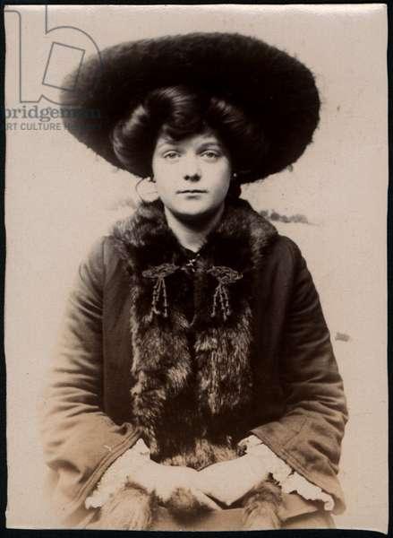 Maud M. Garmey, domestic servant, arrested for theft, North Shields, UK, 1905 (b/w photo)