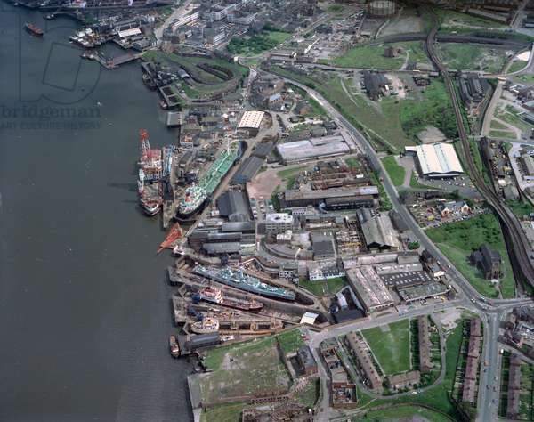 Aerial view of Middle Docks & Engineering Company Ltd, South Shields, UK, June 1976 (photo)