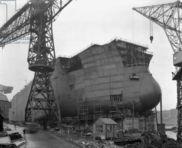 The bow of 'Naess Crusader' nears completion, Sunderland, UK, 1972 (b/w photo)