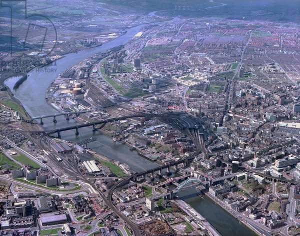 Looking West along the River Tyne, Newcastle upon Tyne and Gateshead, UK, 1978 (photo)