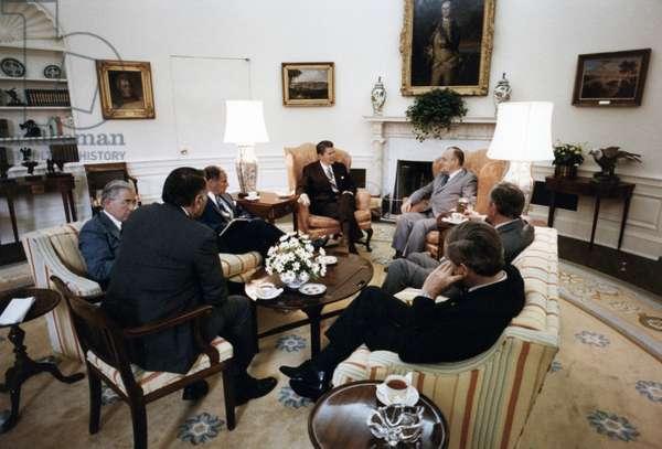 Robert Muldoon Prime Minister of New Zealand meets President Ronald Reagan