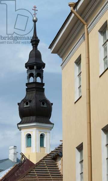 Windows in the Old Town, Tallinn, Estonia (photo)