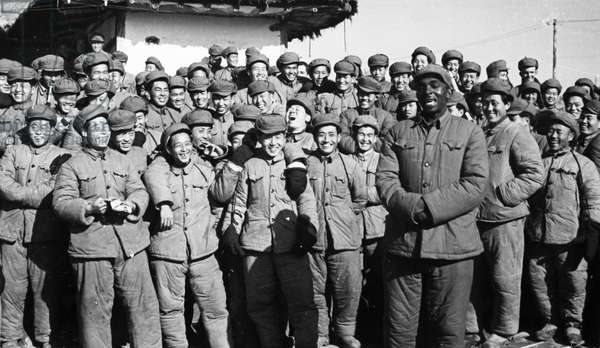 Korean War. American, British, and South Korean POW's who refused repatriation waiting for the Indian Red Cross representatives to turn over their rosters to the representatives of the Red Cross Societies of Korea and China. February 1954. An African American prisoner from Kansas City is singing a Chinese folk song in Korean to entertain his companions at the Songgongni camp while they wait. ©Sovfoto/UIG/Leemage