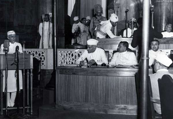 Nehru declares India's Independence 1947