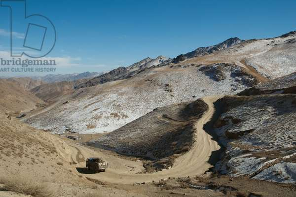 Road Through the Unai Pass, Vardak Province, Afghanistan (photo)