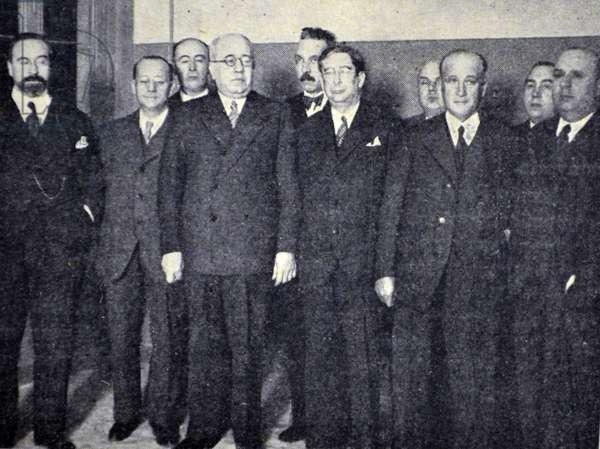 Spanish civil war: Azana with ministers asitieron the act of Fronton