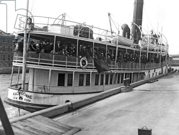 Immigrants at Ellis Island, 1923 (b/w photo)