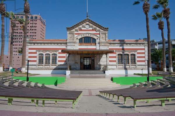 Facade of Old Aduana (Customs Building) in Arica, Arica and Parinacota Region, Chile (photo)