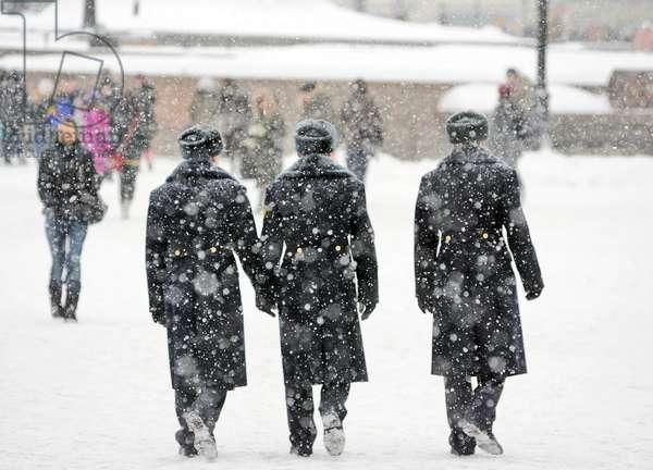 Heavy Snowfall Hits Moscow : Russian servicemen walk during snowfall in Moscow, Russia, 25/02/14 ©ITAR-TASS/UIG/Leemage