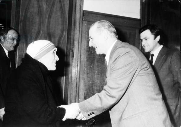 Ramiz Alia, Chairman Of The Presidium Of The People'S Assemly While Talking With The Renowned Albanian Benefactress Mother Theresa In Tirana, 1990.