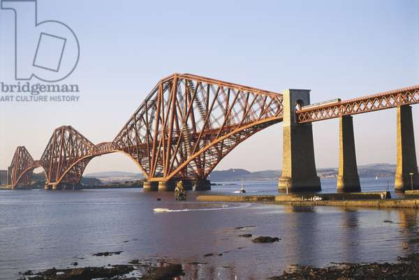 Great Britain, Scotland, the Lothians, South Queensferry, cantilevered steel Forth Rail Bridge that spans the River Forth.