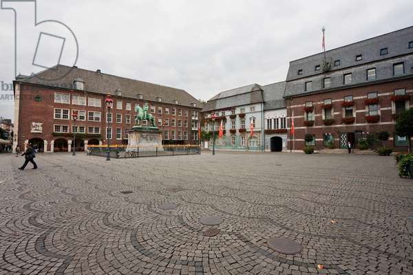 Jan Wellem Monument in Front of the Rathaus (City Hall), Dusseldorf, North Rhine-Westphalia, Germany (photo)